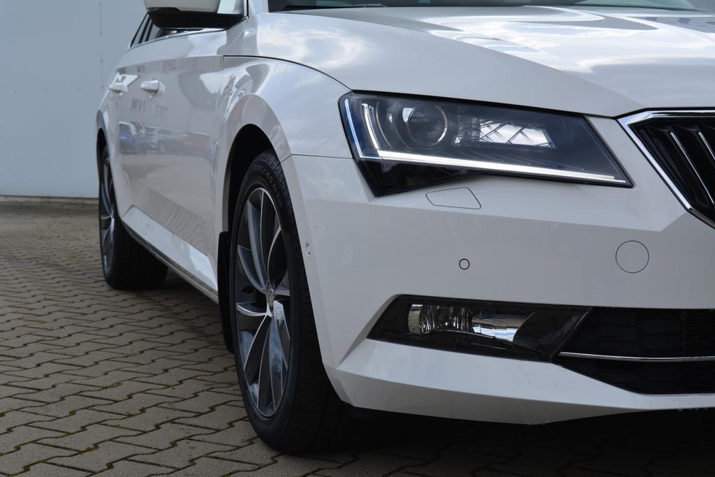 Skoda Superb Combi L&K Weiß EU Neuwagen günstig in Bielefeld kaufen