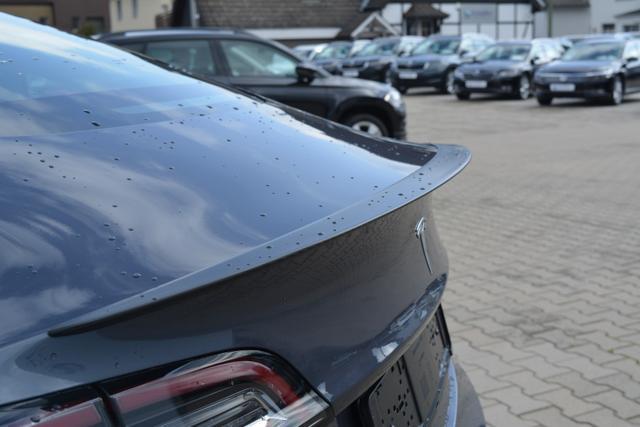 Tesla Model 3 Performance Midnight Silber