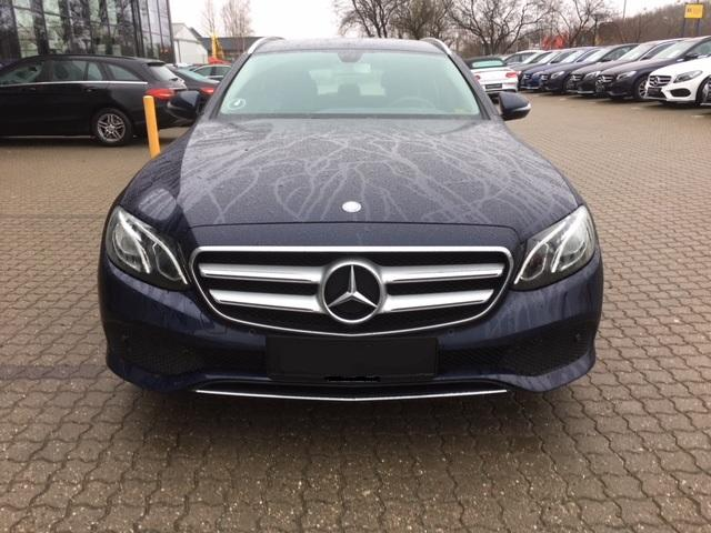 Mercedes-Benz E 220 T - d Business Kombi E220d 194PS 9G-Tronic Navi LED AHK PDC 2017