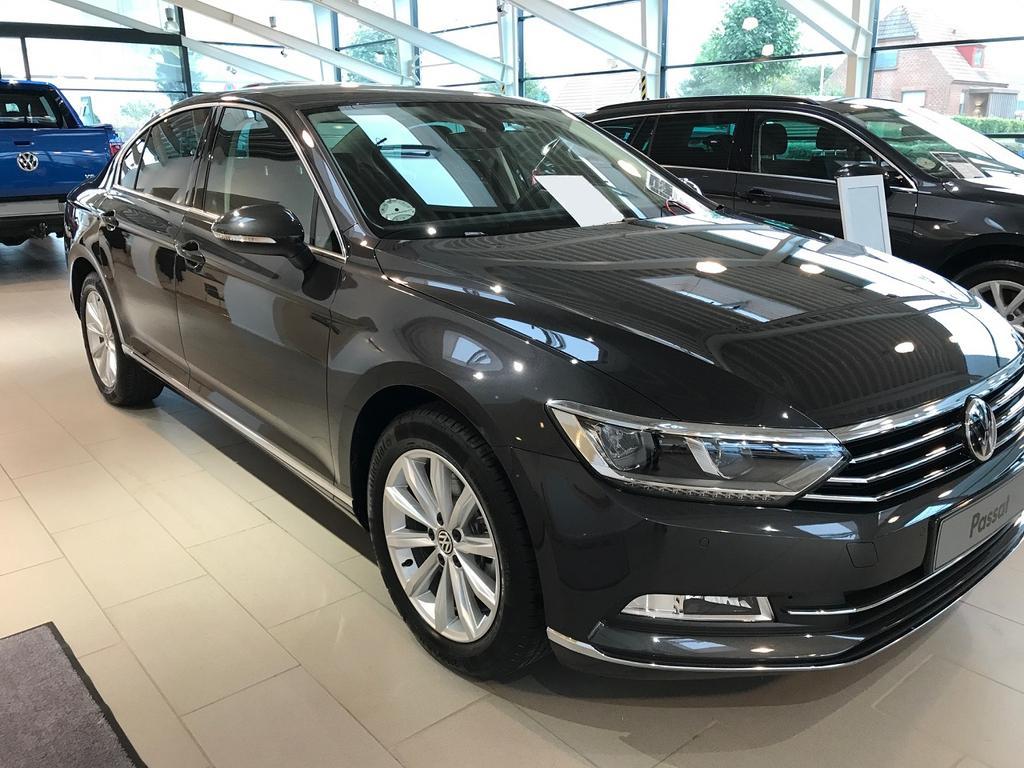 Volkswagen Passat Comfortline Premium Navi 1 5 Tsi Evo Act 150ps
